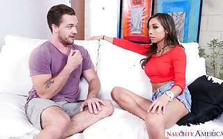 Spectacular bitch, Vivianna Mulino is down on her knees and drooling on her partner's cock