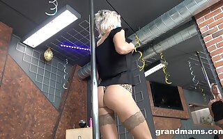 Ancient stripper Snejanna is winking and toying cunt applicable on the floor