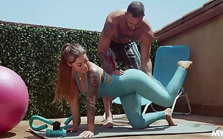 Fitness ungentlemanly Kali Roses gets messy facial after crazy sex with her diverse cram