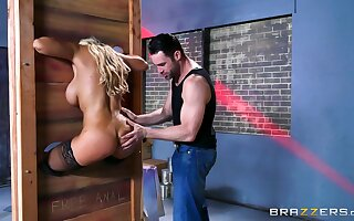 Latina cougar is ass fucked encircling a dirty fetish play