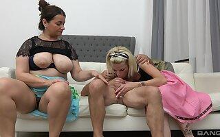 Kinky FFM threesome fuck with ladies Iveta and Lucy Crow