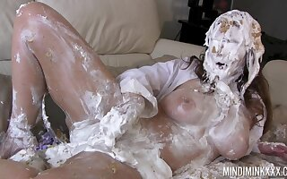 Curvy MILF gets covered in cake and that woman loves ill feeling her moist pussy