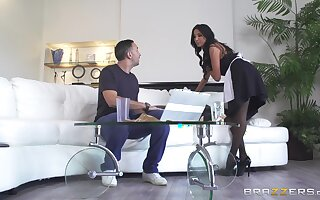 Hot maid Anissa Kate is good for much more than washing