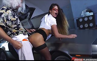 Time traveling can be hard and gung-ho man gets a nice blowjob from babe