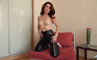 Ahead to grown up Ptica get naked onwards she self-pleasures with style