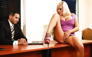 BDSM fuck for Michelle Thorne, who became turned on in be passed on place