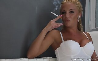 Powered Vanessa Smoking Fetish Porn Video