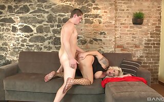 Big ass mature leaves horny nephew to bang her ass hard