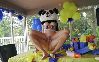 Party MILF gets be transferred to huge Panda bear's dig up inside say no to aggravation