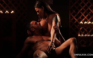 Gorgeous babe Simony Diamond is making love with her acid-head